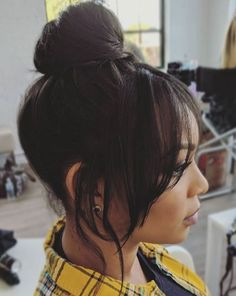 Cute hairstyles We love this statement top knot with a fringe. Got bangs? Simply scrape the rest of Wedding Guest Hairstyles, Party Hairstyles, Cute Hairstyles, Bridal Hair Half Up Half Down, Bridal Hair Images, Messy Top Knots, Bridal Tops, Classic Wedding Hair, Wedding Hair Inspiration