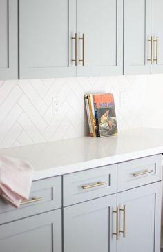Home Decor Kitchen, Diy Kitchen, Home Kitchens, Modern Kitchens, Kitchen Modern, Kitchen Subway Tiles, Kitchen Backsplash White Cabinets, Backsplashes With White Cabinets, Backsplash Ideas For Kitchen
