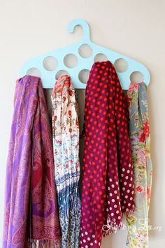 Create a scarf hanger with this free printable! #DIY