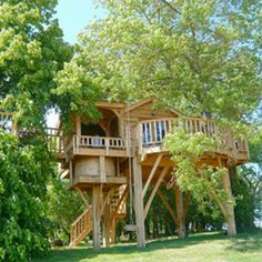 Best tree house ever! It's spacious, it's romantic, and it has a hot tub!