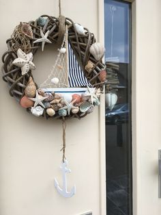 DIY Beach Decor Style Wreaths for Your Home DIY Beach Decor Style Wreaths for Your HomeWhether it's your beach house or you like to style your home with a slightly nautical, sand-inspi Coastal Wreath, Seashell Wreath, Nautical Wreath, Seashell Crafts, Beach Crafts, Kids Crafts, Beach House Decor, Diy Wreath, Summer Wreath