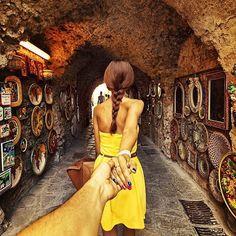 Girlfriend Leads Photographer Around the World- Ravello, Italy. Photograph by Murad Osmann Murad Osmann, Romantic Photography, Amazing Photography, Travel Photography, Hand Photography, Concept Photography, Photography Series, Creative Photography, Photography Ideas