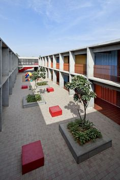 Image 12 of 21 from gallery of DPS Kindergarten School / Khosla Associates. Photograph by Shamanth Patil Kindergarten Architecture, Kindergarten Design, Education Architecture, Architecture Details, Futuristic Architecture, School Building Design, School Design, Facade Design, Brutalist