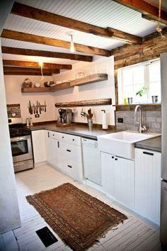 küchenarbeitsplatte spüle fenster küche balken teppichläufer