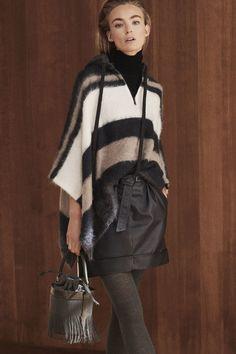 Brunello Cucinelli Fall 2019 Ready-to-Wear Fashion Show - Vogue Knitwear Fashion, Knit Fashion, Look Fashion, Fashion News, Winter Fashion, Fashion Trends, 30 Outfits, Fall Outfits, Fashion Outfits