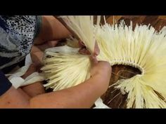 How to make a braided Tahitian hip band with moré - YouTube