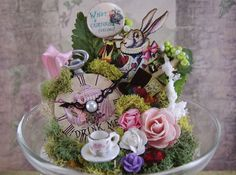Alice in Wonderland-Dekor, Glasglocke Wunderland, Wunderland Cake Topper, Alice… Girls Tea Party, Mad Hatter Party, Mad Hatter Tea, Alice In Wonderland Tea Party, The Bell Jar, Birthday Decorations, Cake Toppers, Cake Decorating, Ideas