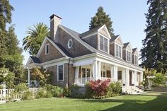 Summer Cottage, Traditional Exterior - Chambers and Chambers Architects via Houzz - this is a gorgeous house!!!