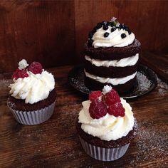 Zbyla mi troška těsta na snídani. ___ Some leftover cake batter ➡️ best Monday breakfast... ___ #twoweddingsonedeadbaker