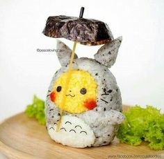 Is it Totoro - or a Pikachu? 🤔💗 Or perhaps it's a Pikachu disguised as Totoro? 🍙😍 Making your own kawaii onigiri character is fun & easy! Food Kawaii, Kawaii Bento, Japanese Food Art, Japanese Sweets, Japanese Candy, Cute Food, Yummy Food, Cute Bento Boxes, Rice Balls