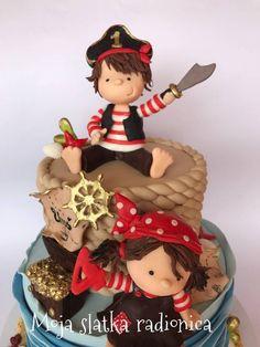 Cute pirates cake