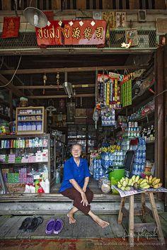 Shop owner . Amphawa Floating Market . Thailand