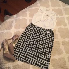 """NWT Halogen checkered pencil skirt NWT pencil skirt, purchased at Nordstrom. This skirt is not only flattering on, it is extremely comfortable! I wish I could keep it, but I never have an occasion to wear it. Zips in back and measures approximately 20.5"""" from top to bottom Halogen Skirts Pencil"""