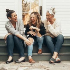 Women get real about making friends as adults Best Friends Shoot, Best Friend Pictures, Friends Mom, Friends Photo Shoot, Women Friendship, Friendship Images, Adult Sibling Photography, Maternity Photography, Couple Photography