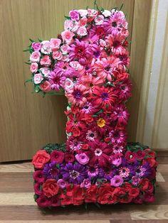 Букеты и цветы из гофрированной бумаги.Мастер-кл Felt Crafts Diy, Resin Crafts, Happy Number, Bday Girl, Diy Design, Paper Flowers, First Birthdays, Backdrops, Party