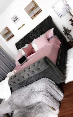 Teen bedroom themes must accommodate visual and function. Here are tips to create the coolest teen bedroom. Teen Room Decor, Room Ideas Bedroom, Home Bedroom, Bedroom Decor, Glam Bedroom, First Apartment Decorating, Dream Rooms, Luxurious Bedrooms, House Rooms