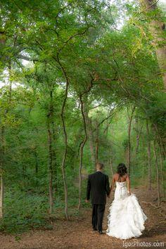 Very pretty and romantic wedding photography by http://www.igorphotos.com