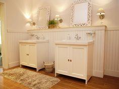 #Wandpaneele #Schwedenhaus #Holzverkleidung #Traumhaus #Badezimmer #keine Fliesen #Valnöt-Hus