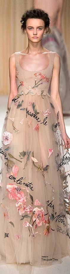 Couture Looks That Belong in Your Dream Wedding Wedding dress inspiration: Valentino Haute Couture Spring dress inspiration: Valentino Haute Couture Spring 2015 Fashion Details, Look Fashion, High Fashion, Fashion Design, Beautiful Gowns, Beautiful Outfits, Couture Fashion, Runway Fashion, Couture 2015