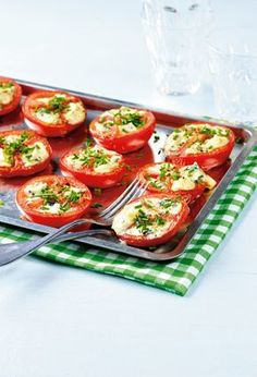 Sinihomejuustolla täytetyt tomaatit | K-ruoka #grillaus Easy Healthy Recipes, Low Carb Recipes, Vegetarian Recipes, Easy Meals, Healthy Food, Grilling Recipes, Cooking Recipes, Snack Recipes, Barbecue Side Dishes