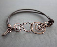 Bruin lederen armband met een swirl koper en swan door IngoDesign
