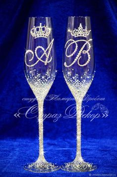 Wedding Wine Glasses, Diy Wine Glasses, Decorated Wine Glasses, Wedding Cups, Diy Wedding, Wedding Gifts, Bridal Hangers, Glass Engraving, Bridal Stores