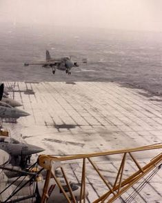 Extremely rare: U.S. Navy plane lands on snow-covered aircraft carrier's flight deck