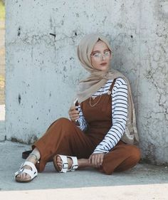 Discover the latest hijab fashion, hijab styles Burqa Designs, Abaya Designs, Modest Fashion - Muslim Fashion Hijab Fashion Summer, Niqab Fashion, Modest Fashion Hijab, Modern Hijab Fashion, Street Hijab Fashion, Casual Hijab Outfit, Islamic Fashion, Muslim Fashion, Fashion Outfits