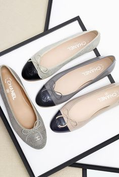 Chanel two-tone kidskin suede and lambskin ballet flats Chanel Fashion, Fashion Flats, Coco Chanel, Chanel Ballet Flats, Chanel Pumps, Chanel Beauty, Ballet Shoes, Mocassins, All About Shoes