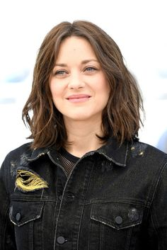 Marion Cotillard at the Cannes Film Festival Summer Hairstyles, Cool Hairstyles, Hairdos, Summer Haircuts, Marion Cotillard Hair, Razor Cut Bob, One Length Bobs, Natural Hair Styles, Short Hair Styles