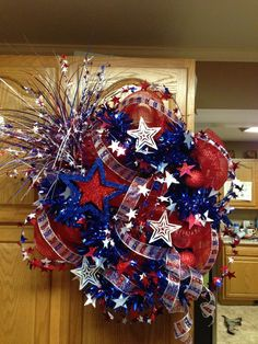 of July Patriotic Deco Mesh Wreath done in This is a firecracker of a wreath!DIY Front Door Decoration concepts for those that enjoy being creative throughout the holiday Lovely Front Door Decor Ideas for Beautify Entryway Patriotic Wreath, Patriotic Crafts, July Crafts, Flag Wreath, Wreath Crafts, Diy Wreath, Wreath Ideas, Wreath Making, Holiday Wreaths