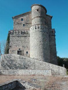 Rocca d'Aries ,montone,Umbria  . Italy Umbria Italy, Pisa, Aries, Tower, Europe, Building, Travel, Tourism, Viajes
