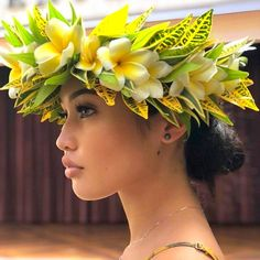Theres so much I have to do today but I cant stop staring at this picture! Hawaiian Girls, Hawaiian Dancers, Hawaiian Flowers, Hawaiian Leis, Polynesian Dance, Polynesian Culture, Vestidos Luau, Tiare Tahiti, Tahitian Costumes