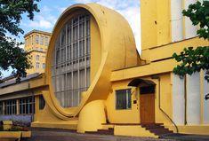 The Gosplan garage designed by Konstantin Melnikov in Moscow, USSR Box Architecture, Russian Architecture, Art Nouveau, Back In The Ussr, Art Deco Buildings, Concrete Building, Terracota, Constructivism, Space Interiors