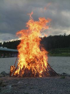 ☀ sinos e luzes - Midsummer bonfire in Finland by Marianne Sjöblom. Finland Summer, Summer Time, Summer Of Love, Places To Travel, Time Travel, Scandinavian Countries, Summer Solstice, Helsinki, Norway