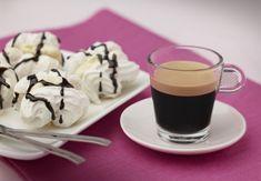 Meringues Vanilla, Chocolate and Arpeggio By Nespresso. Tea Recipes, Coffee Recipes, Chocolates, Nespresso Recipes, Coffee Ingredients, Milk Dessert, Chocolate Meringue, Chocolate Caliente, Vanilla Ice Cream