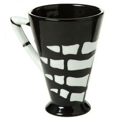 When you need another hand around Halloween look no further than this Duncan Oh Four™ Bisque Geometrix Mug Tri-Handle. Rely on the Concepts® Underglaze for Bisque and Majolica colors for a gripping good time anytime of the year.