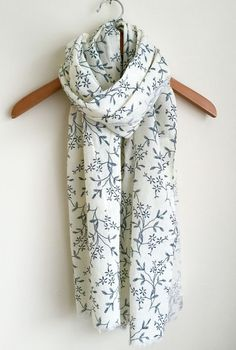 LADIES PRETTY IVORY AND BLUE FLORAL MIX PRINT SCARF WRAP SHAWL PASHMINA