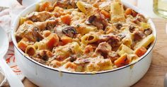 Chicken and Mushtoom Pasta Bske. For the ultimate comfort food, you can't go past this cheesy chicken and mushroom pasta bake. Chicken Mushroom Pasta Bake, Baked Chicken And Mushrooms, Cheesy Chicken, Stuffed Mushrooms, Healthy Chicken, Grilled Chicken, Baked Pasta Recipes, Chicken Pasta Recipes, Cooking Recipes