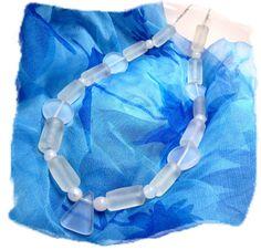 Collier en perles de verre blanc givré par Boutique Astrallia : http://www.alittlemarket.com/collier/fr_collier_en_perles_de_verre_blanc_givre_par_boutique_astrallia_-12700207.html