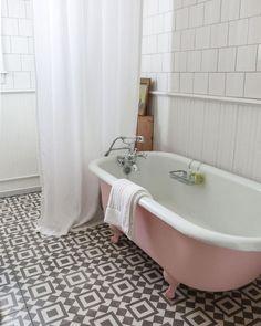 10 Creative Ideas: Shabby Chic Desk Old Doors shabby chic porch vignettes.Shabby Chic Living Room On A Budget. Pink Bathtub, Pink Bathroom Tiles, Pink Tub, Bathroom Flooring, Bathroom Vintage, Clawfoot Tub Bathroom, Bungalow Bathroom, Classic Bathroom, Bathroom Plants