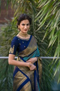 Perfect blouse design Being hyderabadi Silk Saree Blouse Designs, Saree Blouse Patterns, Indian Blouse Designs, Look Fashion, Indian Fashion, Gothic Fashion, Fashion Beauty, Sari Bluse, Indische Sarees