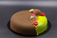 Discover recipes, home ideas, style inspiration and other ideas to try. Creative Cake Decorating, Creative Cakes, Arts Bakery, Cake Recipes Without Eggs, Torte Recepti, Patisserie Design, Dessert Original, Berry Cake, Velvet Cake
