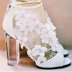 elegant modern floral heels // Whitney Port Wedding 44 Adorable Street Style Shoes For Starting Your Summer – elegant modern floral heels // Whitney Port Wedding Source Wedding Heels, Green Wedding Shoes, Bridal Heels, Whitney Port Wedding, Floral Heels, Magical Wedding, Perfect Wedding, Light Wedding, Casual Wedding