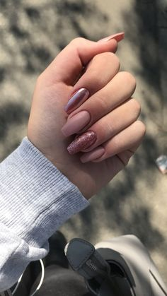 Semi-permanent varnish, false nails, patches: which manicure to choose? - My Nails Cute Acrylic Nails, Matte Nails, Pink Nails, My Nails, Perfect Nails, Gorgeous Nails, Crome Nails, Gold Nail Designs, Art Designs