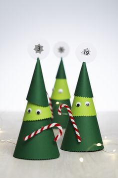 Make playful Christmas tree figures for your Advent calendar this year. Perfect countdown to Christmas! See how to make them and get more DIY Christmas ideas on our website.  #DIY #panduro #christmas #papercraft #jul #adventskalender #julkalender #pakkekalender #julekalender