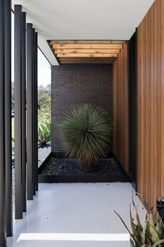 Modern Residence by Baldridge Architects - A House of Moods : baldridge architects - Paramount Residence entrance Modern Entrance, Entrance Design, House Entrance, House With Porch, House Front, Front Porch, Modern Exterior, Exterior Design, Modern Architecture House