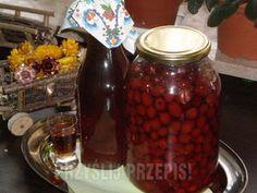 Nalewka z owoców dzikiej róży, domowej roboty