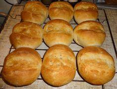 Czary mary gotuje Cezary: Bułki pszenne śniadaniowe. Bread Dough Recipe, Bread Rolls, Hamburger, Baking, Eat, Recipes, Weddings, Food, Breads