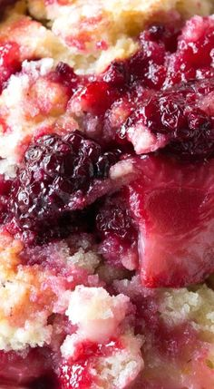 to Make Old Fashioned Berry Cobbler Old Fashioned Cobbler, Delicious Dessert Recipe!Old Fashioned Cobbler, Delicious Dessert Recipe! Dessert Simple, Fruit Recipes, Baking Recipes, Fruit Snacks, Blackberry Dessert Recipes, Recipies, Fall Dessert Recipes, Nutella Recipes, Cake Recipes